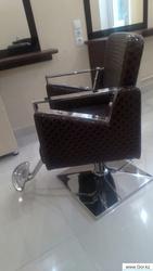 Продам парикмахерские кресла.