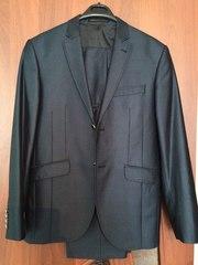 Продается классический костюм,  темно-синего цвета,  в идеальном состоян