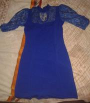 Детское синее платье с кружевами